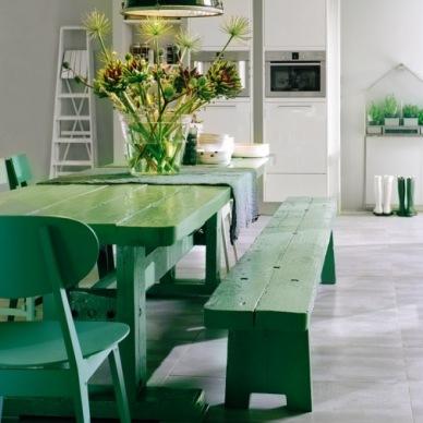 Zielone aranżacje wnętrz, czyli inspiracje łaczące zieleń z kolorem białym i niebieskim