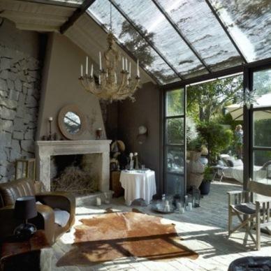 Jak urządzić prosto letni dom, by żyło się wygodnie i swobodnie, czyli zakupy on-line w rustykalno-skandynawskim stylu