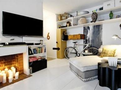 na małej przestrzeni, w M-1,zorganizowano wszystko doskonale, łącznie z rowerownią. Aby mieszkanie nabrało blasku i wizualnego ciepła - dodano kominek. Pod TV nie ma , bo być nie może , buchającego żaru, ale jest blask i urok świec. Rewelacyjny pomysł \