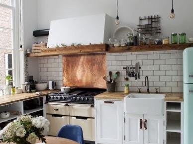 Aranżacja kuchni z białymi szafkami (50132)