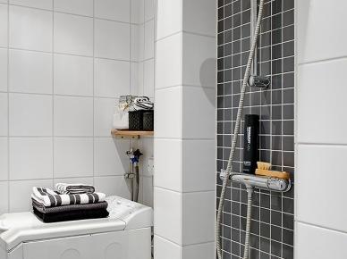 Jak urządzić małą łazienkę z prysznicem w biało-czarnych kolorach ? (25905)