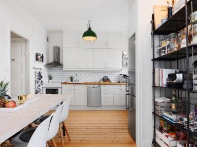 Regał w kuchni  w stylu skandynawskim (49008)