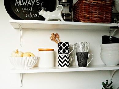 Otwarte półki w aranżacji kuchni (47874)