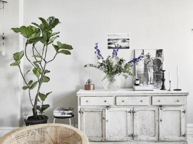 Bielona komoda z patyną w stylu vintage,dekoracje na komodę,bielone postarzane komody z szufladami (47758)