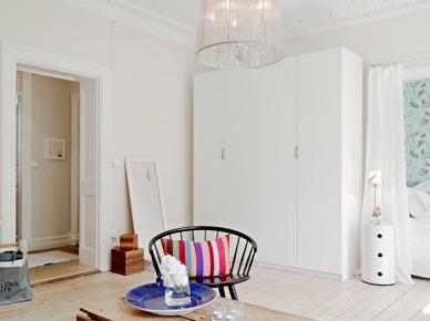 Biała szafa w salonie (20081)