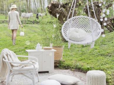 po wiejsku, sielsko i rustykalnie, czyli romantyczna inspiracja letniego ogrodu pełnego białych koronek, obrusów, falbaniastych poduszek i białych plecionych mebli i wiszących...