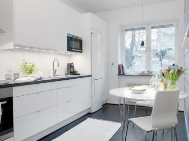na czym polega urok skandynawskich kuchni ? prostota, funkcjonalność, świetlistość, estetyka,czar bieli i naturalne dekoracje w drewnie, czerni oraz cegła i deski = zawsze lubiane i ponadczasowe...