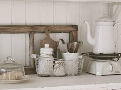 Biała porcelana,półki i szafki w stylu vintage (20581)