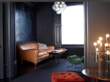 Czarny, szary, skóra, drewno ... male mieszkanie retro. (6686)