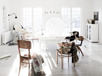 Śnieżnobiała otwarta przestrzeń w skandynawskim stylu (20575)