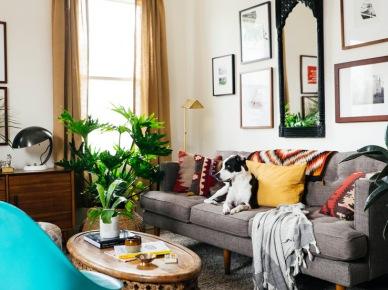 Kolorowe meble i dodatki do eklektycznego salonu (47727)