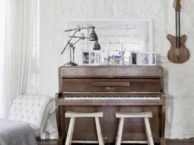 Rustykalna aranżacja  z pianinem (21480)