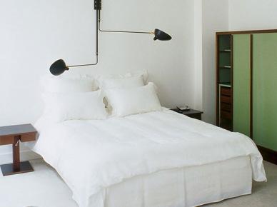 Oryginalna, czarna  lampa ścienna z czterema ramionami nad łóżkiem (20895)