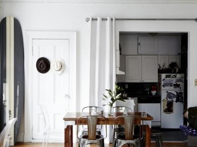 Mały,czarno-biały apartament. (7037)