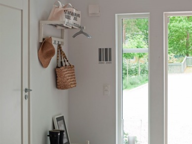 Skandynawski korytarz w białym kolorze (20347)