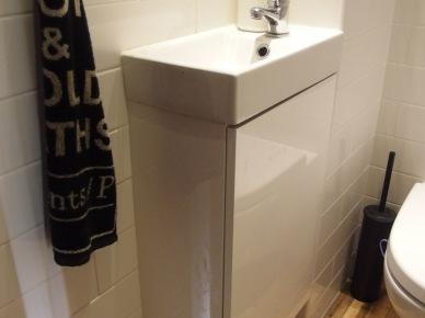 Mała biała łazienka po metamorfozie (49052)