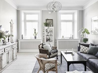 Jak miksować stylowe meble z nowoczesną witrynką,rattanowym fotelem i nowoczesną szarą sofą ? (47756)