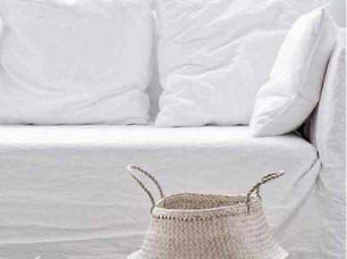 Biała sofa i kosz z uszami w liści bambusa (20578)