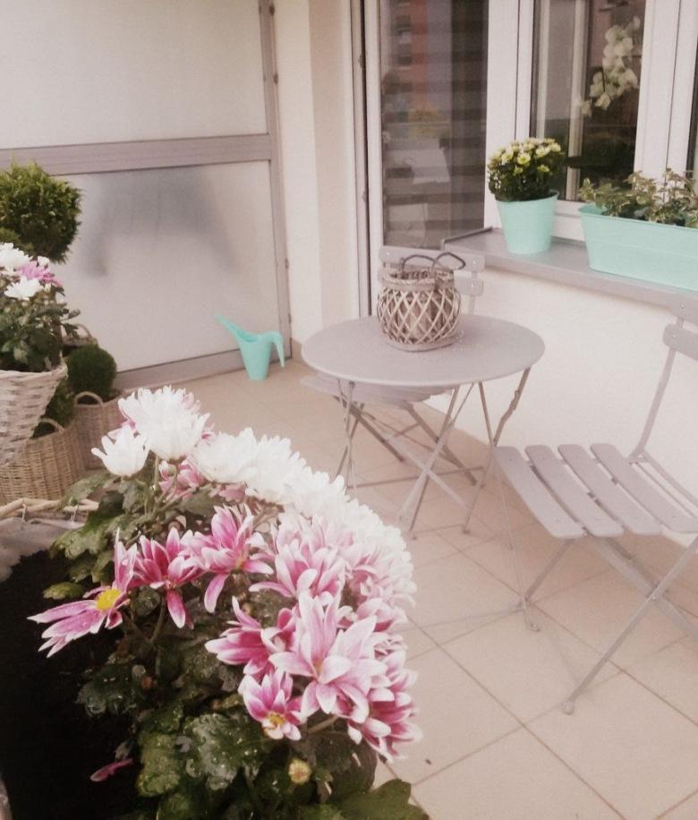 Piękne balkonowe pomysły na niewielką przestrzeń oraz inspirująca aranżacja balkonu naszej czytelniczki! :) (39727)