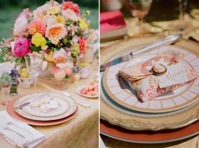 słodko, kolorowo i dekoracyjnie - tak może wyglądać deserowy stół z ciasteczkami, tortem, kwiatami i zastawą. lato, to wspaniała pora na ogrodowe weselne...