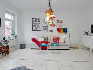 Jak urządzić biały salon z kolorowymi dodatkami w stylu skandynawskim  ? (22026)