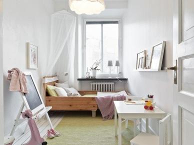Pokój dziecięcy z drewnianym łóżkiem i baldachimem (20649)