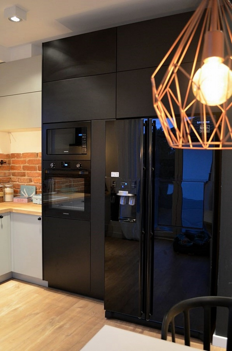 czarna lodówka w kuchni  tag zdjęcia  lovingit pl