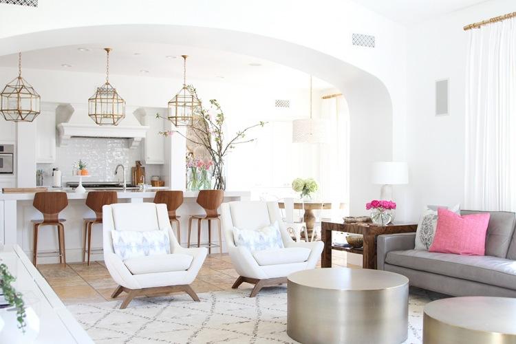 Inspirująca przestrzeń dzienna z eleganckimi dodatkami w kolorze, czyli before & after salonu oraz jadalni