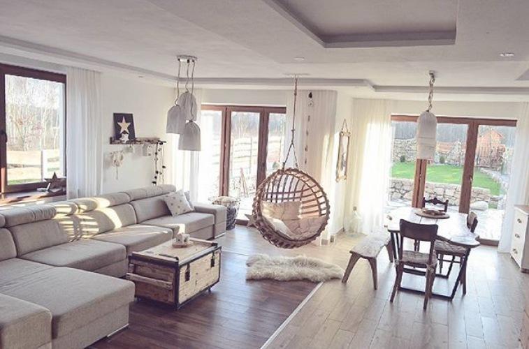 Wyjątkowa aranżacja mieszkania z drewnem i huśtawkami, czyli wnętrza tygodnia z instagramu :)