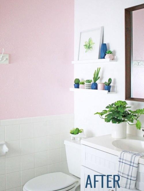 Inspirujące before & after małej łazienki w różowym kolorze :)