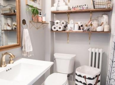 Pastelowa łazienka Z Przezroczystą Szybką Zdjęcie W