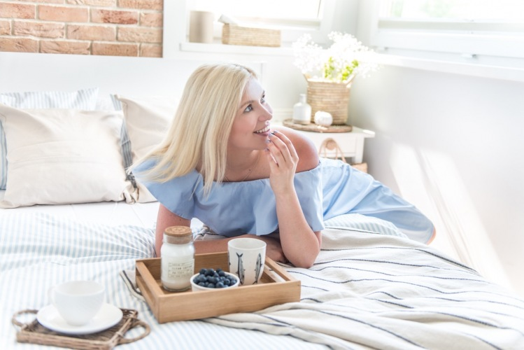 Jak udekorować sypialnię w jasnych kolorach?