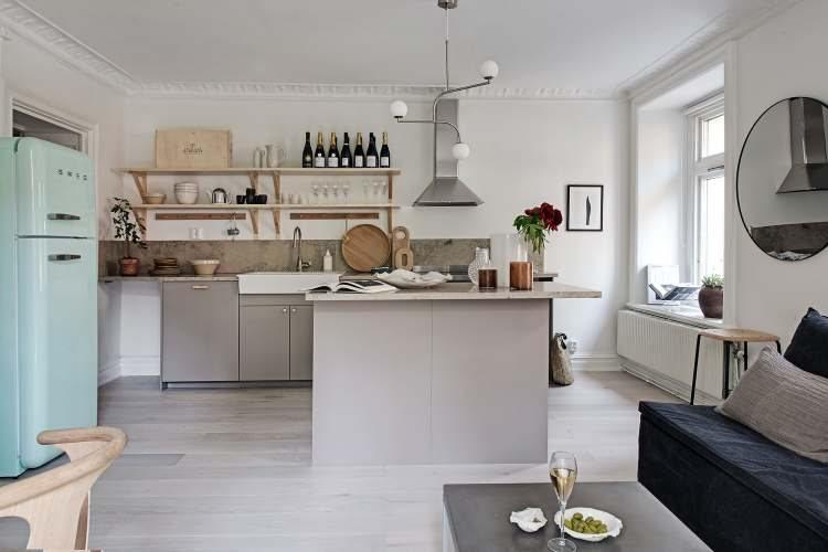 Aranżacja Małego Mieszkania Z Wąską Sypialnią I Kolorową