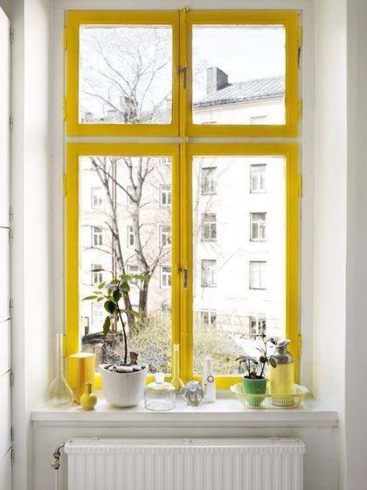 Покрашенные в яркий цвет окна своими руками, станут неотъемл.