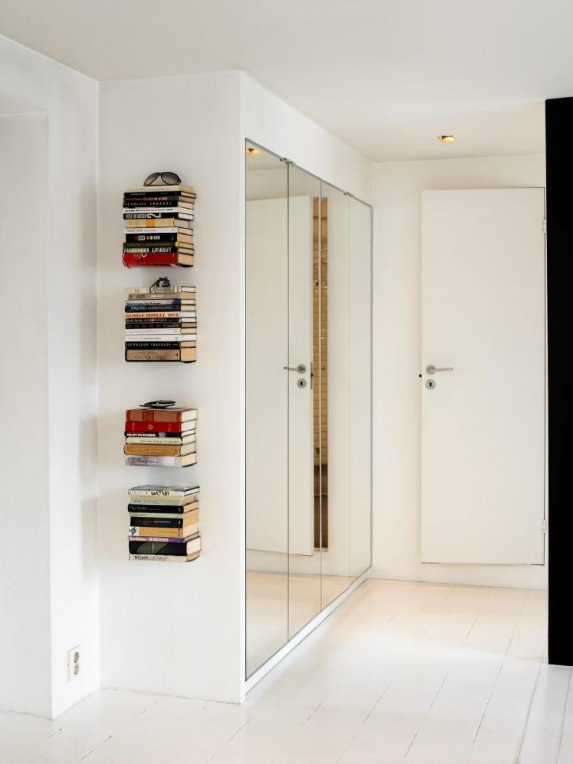 Встроенный шкаф-купе в прихожую (57 фото): виды и материалы .